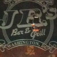 2/20/2012 tarihinde Georgeziyaretçi tarafından JR's Bar & Grill'de çekilen fotoğraf