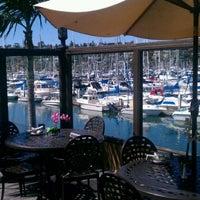 3/8/2012 tarihinde Bort R.ziyaretçi tarafından Blue Wave Bar & Grill'de çekilen fotoğraf
