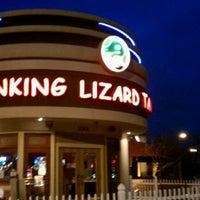 Foto diambil di Winking Lizard Tavern oleh Chuck R. pada 3/3/2012