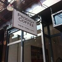 Foto tomada en Prodigy Coffee por Sean S. el 3/18/2012