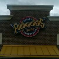 Das Foto wurde bei Fuddruckers von Ed L. am 9/27/2011 aufgenommen