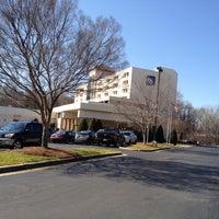 Foto scattata a Sheraton Charlotte Airport Hotel da Tina H. il 2/21/2012