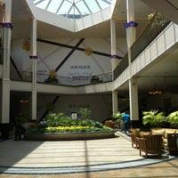 Foto tirada no(a) Perimeter Mall por Carlos G. em 6/14/2012