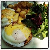Foto diambil di Subeez Cafe Restaurant Bar oleh Jay M. pada 7/8/2012