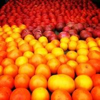 Foto scattata a Hillcrest Farmers Market da Matt H. il 8/5/2012