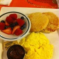 Das Foto wurde bei Artisan Foods Bakery & Café von Meredith am 9/9/2011 aufgenommen