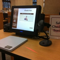 Foto tomada en Shreve Memorial Library - Main por Nancy C. el 12/21/2011