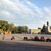 รูปภาพถ่ายที่ Площадь Ленина โดย Roman L. เมื่อ 7/18/2012