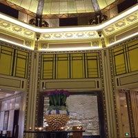 Снимок сделан в Fairmont Peace Hotel пользователем Shiao-Ying F. 8/6/2012