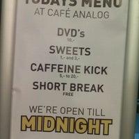 Foto tirada no(a) Café Analog por Kenny M. em 5/15/2012