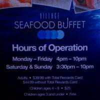 Das Foto wurde bei Village Seafood Buffet von Oscar G. am 1/4/2012 aufgenommen