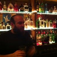 Foto tomada en Ultramarinos Hendrick's Bar por Enrique H. el 12/20/2011
