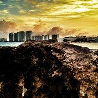 Das Foto wurde bei Forum Beach Club von Rafael A. am 7/27/2012 aufgenommen
