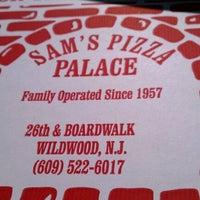 Das Foto wurde bei Sam's Pizza Palace von Joe A. am 10/14/2011 aufgenommen