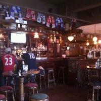 Foto tirada no(a) Tigin Irish Pub por Kevin M. em 11/11/2011