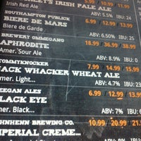 Foto tomada en Growler Station  por Mike S. el 3/10/2012