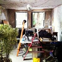 Foto tomada en Comuna por Yugo el 10/22/2011