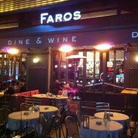Das Foto wurde bei Faros Restaurant von Christine M. am 1/22/2012 aufgenommen