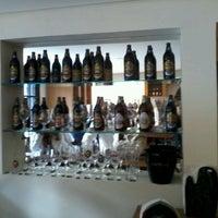 Foto tirada no(a) Cervejaria Baden Baden por Guiherme G. em 5/26/2012