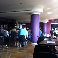 Photo prise au 5th View Bar & Food par Luica M. le3/30/2012