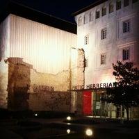 Foto tomada en Patio Herreriano por Cristina B. el 4/18/2012