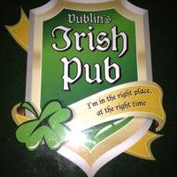 Foto tomada en Dublin's Irish Pub por Ana Vic L. el 8/19/2012