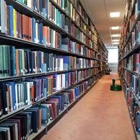 Foto diambil di University of Warwick Library oleh Scott H. pada 6/10/2012
