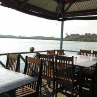 Снимок сделан в Kelong Restaurant Aneka Rasa пользователем dico h. 1/19/2012
