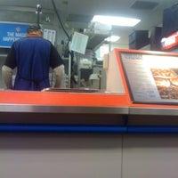 11/16/2011にTom H.がDomino's Pizzaで撮った写真