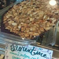 Das Foto wurde bei Romeo's Euro Cafe von Cup C. am 6/30/2012 aufgenommen