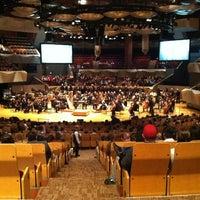 Снимок сделан в Boettcher Concert Hall пользователем ian 4/8/2012