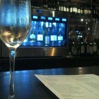 Foto tirada no(a) The Tasting Room por Stacie W. em 3/24/2012