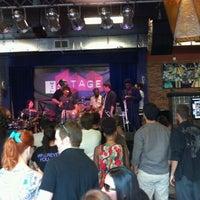 Das Foto wurde bei The Stage von Hal P. am 6/3/2012 aufgenommen