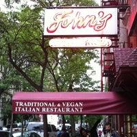 Das Foto wurde bei John's of 12th Street von Nick M. am 5/14/2012 aufgenommen