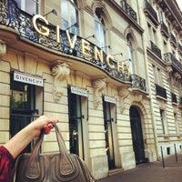 รูปภาพถ่ายที่ Givenchy โดย Sarah B. เมื่อ 5/29/2012