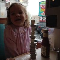 Foto tirada no(a) West Reading Diner por Bill C. em 3/25/2012