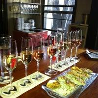 รูปภาพถ่ายที่ Willi's Wine Bar โดย Jody O. เมื่อ 4/16/2012