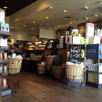 Foto scattata a Starbucks da Rishan C. il 6/27/2012