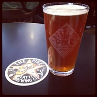 Foto tirada no(a) Pike Brewing Company por Elizabeth S. em 8/9/2012