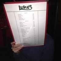Das Foto wurde bei Luke's Bar & Grill von Neil K. am 5/16/2012 aufgenommen