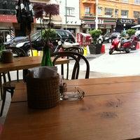Photo prise au Caffé Toscano par David P. le8/17/2012