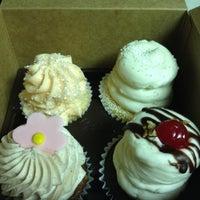 Снимок сделан в Gigi's Cupcakes пользователем Eduardo C. 9/12/2012