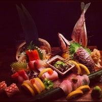 Foto tomada en Blue Ribbon Sushi por Angela W. el 8/19/2012