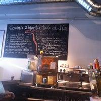 Foto diambil di Mercado de la Reina oleh Maria S. pada 2/22/2012