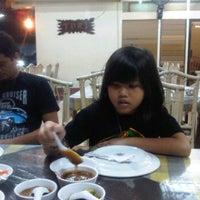 Foto tomada en Rumah Makan Turi Ikan Bakar por Waty R. el 12/18/2011