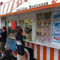 5/13/2011にRyan J.がEl Oasis Taco Truckで撮った写真