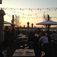 Photo prise au STK Rooftop par Patti L. le9/13/2012