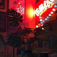 6/14/2012にEric R.がHula's Island Grill & Tiki Roomで撮った写真