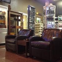 Foto tirada no(a) Smoky's Tobacco and Cigars por Robert R. em 8/3/2012