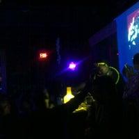 3/30/2012 tarihinde Corey B.ziyaretçi tarafından District Restaurant & Lounge'de çekilen fotoğraf